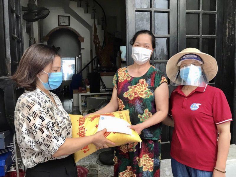 Trong các hoạt động phòng, chống dịch Covid-19, Hội LHPN quận Hà Đông luôn chú trọng, quan tâm tới đối tượng phụ nữ khó khăn, yếu thế và có hỗ trợ kịp thời, nhằm