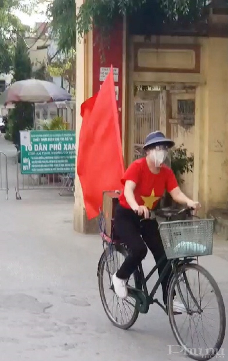 Chị em còn tích cực tuyên truyền người dân thực hiện nghiêm Chỉ thị 17 của UBND TP Hà Nội