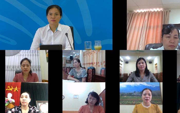 Chủ tịch Hội LHPN Việt Nam Hà Thị Nga (ảnh trên, bên trái) trao đổi với lãnh đạo Hội LHPN các tỉnh trung du, miền núi phía Bắc và Tây Bắc trong cuộc làm việc trực tuyến (ảnh chụp qua màn hình).