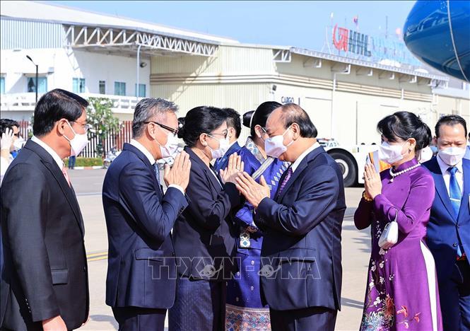 Lễ đón Chủ tịch nước Cộng hòa xã hội chủ nghĩa Việt Nam Nguyễn Xuân Phúc và Phu nhân cùng Đoàn đại biểu cấp cao Đảng và Nhà nước Việt Nam tại Sân bay quốc tế Wattay, Thủ đô Vientiane. Ảnh : Thống Nhất/TTXVN