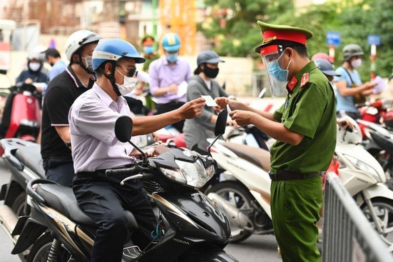 Kiểm soát chặt người ra đường