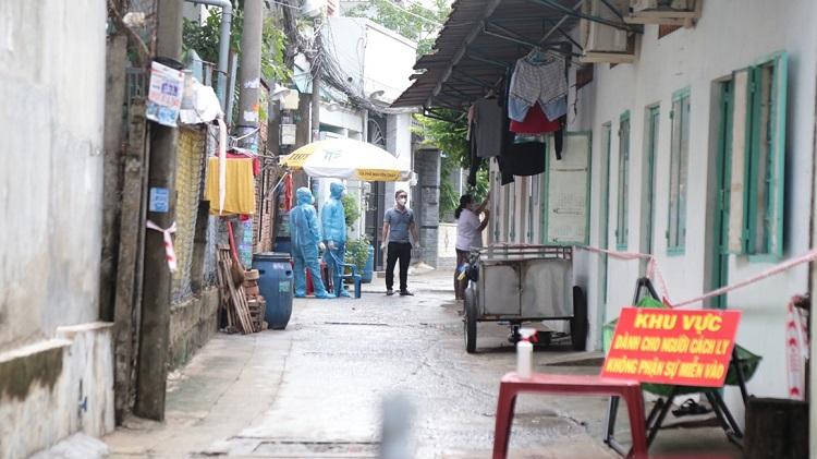 TP Hồ Chí Minh phong tỏa các nơi ở của các bệnh nhân mắc COVID-19 để xét nghiệm, truy vết, ngăn chặn dịch bệnh COVID-19. Ảnh: Mạnh Linh