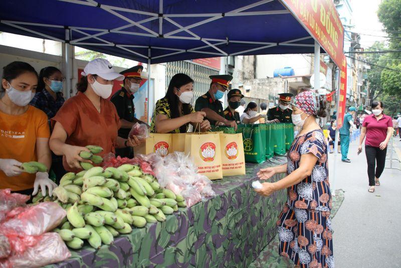 """""""Chợ 0 đồng"""" là chương trình phối hợp giữa Ban Thường trực Ủy ban MTTQ Việt Nam Thành phố với Bộ Tư lệnh Thủ đô."""