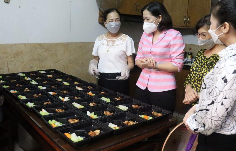 Bếp ăn tình nguyện mỗi ngày cung cấp hơn 70 suất ăn/ngày