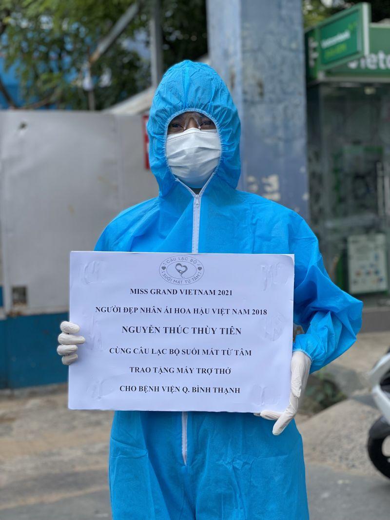 Thuỳ Tiên mặc bảo hộ đi trao từ thiện