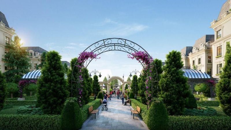 Khu vườn Hoàng gia mang lại cảnh quan xanh mát cho toàn khu