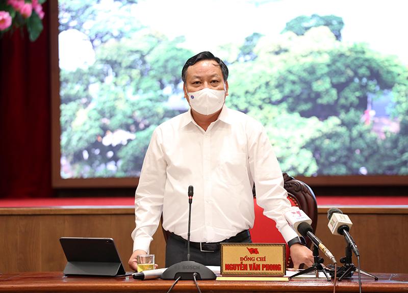 Phó Bí thư Thành uỷ Nguyễn Văn Phong phát biểu kết luận tại hội nghị.