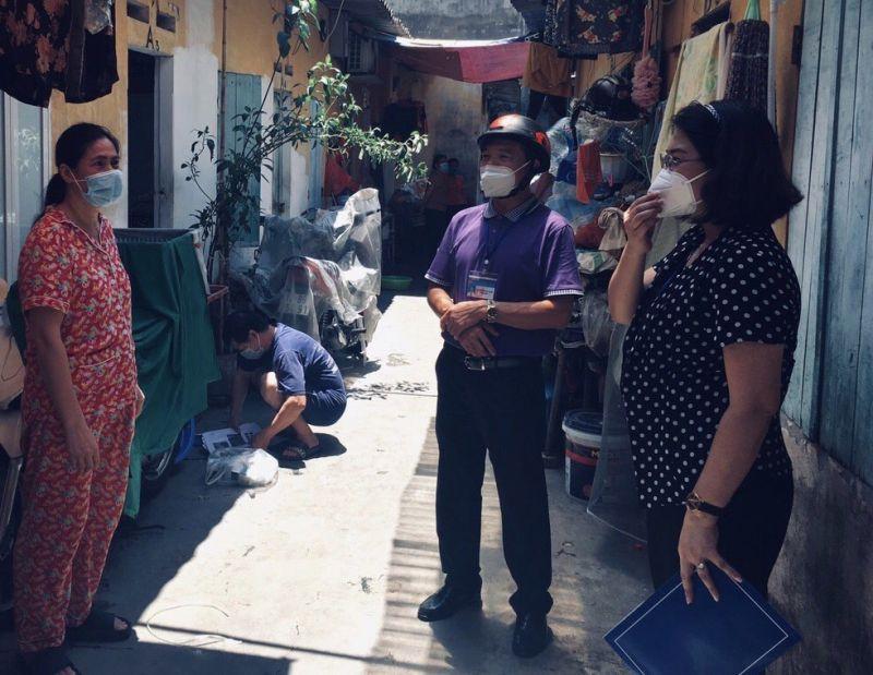 Lãnh đạo phường Mỹ Đình 1 thăm hỏi, động viên người LĐ, chủ nhà trọ