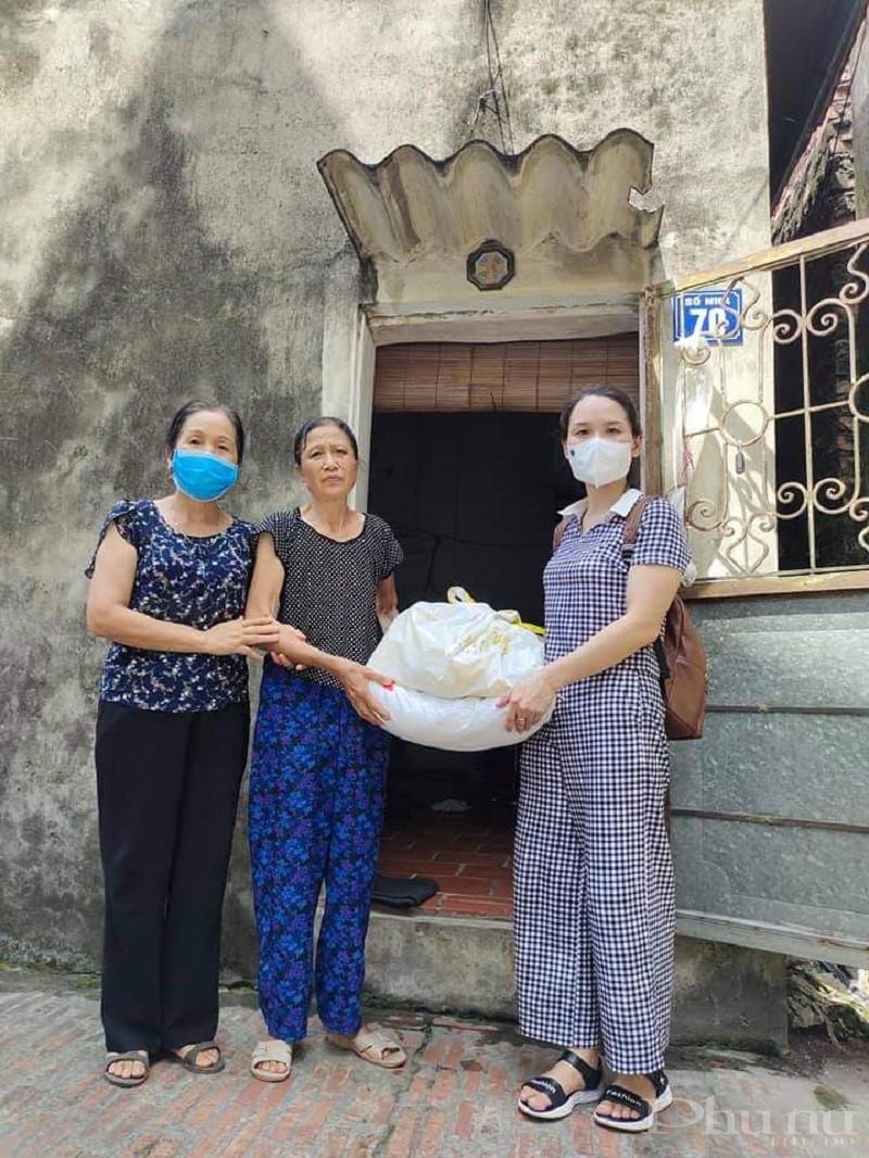 Hội PN tặng quà cho gia đình khó khăn tại huyện Phú Xuyên