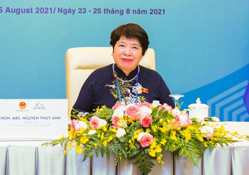 Chủ nhiệm Ủy ban Xã hội Nguyễn Thúy Anh - Trưởng Đoàn Nữ đại biểu Quốc hội Việt Nam, phát biểu ý kiến
