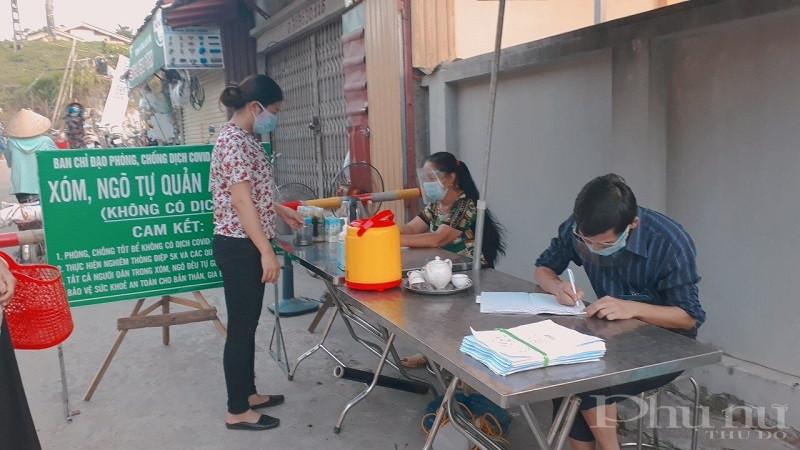 Hội PN các cấp huyện Ba Vì tiếp tục tham gia hỗ trợ các chốt kiểm soát  và