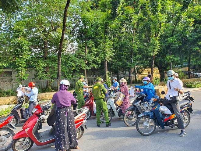 Tổ công tác đặc biệt kiểm soát người và phương tiện đi lại trong thành phố