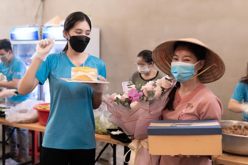 Sinh nhật ý nghĩa và ấm cúng mùa dịch của Tiểu Vy