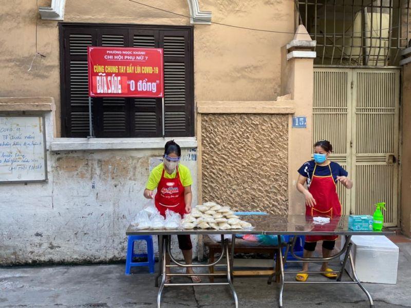 Hội LHPN phường Ngọc Khánh quyết tâm thực hiện Bữa sáng 0 đồng cho đến hết thời điểm giãn cách
