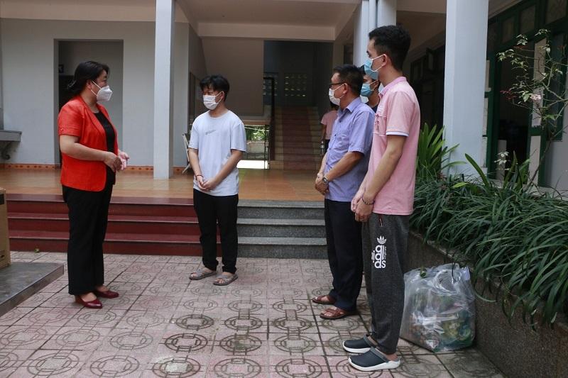 Các lưu học sinh chia sẻ sự xúc động khi luôn được đón nhận tình cảm, sự quan tâm của các thầy cô giáo Việt Nam và tổ chức Hội LHPN Hà Nội, Hội Hữu nghị Việt Nam Campuchia
