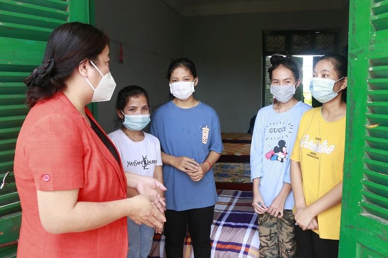Trực tiếp thăm nơi ở và trò chuyện với các nữ lưu học sinh, đồng chí đại diện hai tổ chức Hội vui mừng vì các em được chăm sóc chu đáo, cuộc sống, học tập diễn ra bình thường
