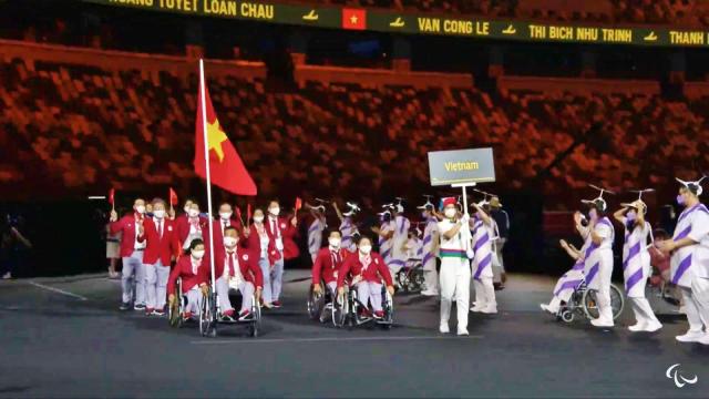 Đoàn Paralympic Việt Nam tại lễ khai mạc.