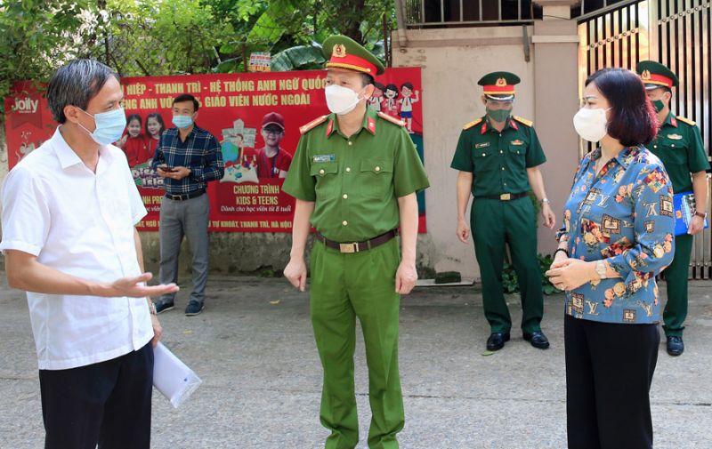 Phó Bí thư Thường trực Thành ủy Hà Nội Nguyễn Thị Tuyến kiểm tra công tác phòng, chống dịch Covid-19 tại thôn Thọ Am, xã Liên Ninh (huyện ThanhTrì).