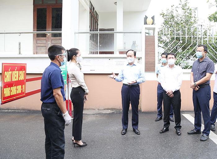 Đoàn công tác kiểm tra tại chốt kiểm soát vùng xanh xã Phù Lỗ, huyện Sóc Sơn