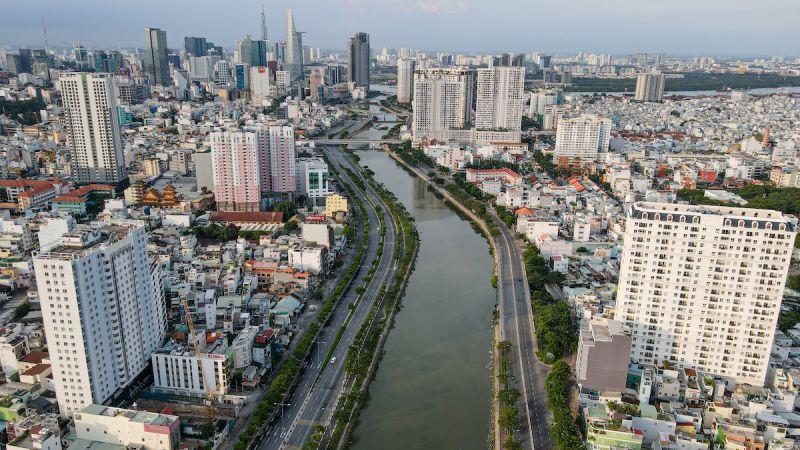 Một góc đại lộ Võ Văn Kiệt hồi tháng 7