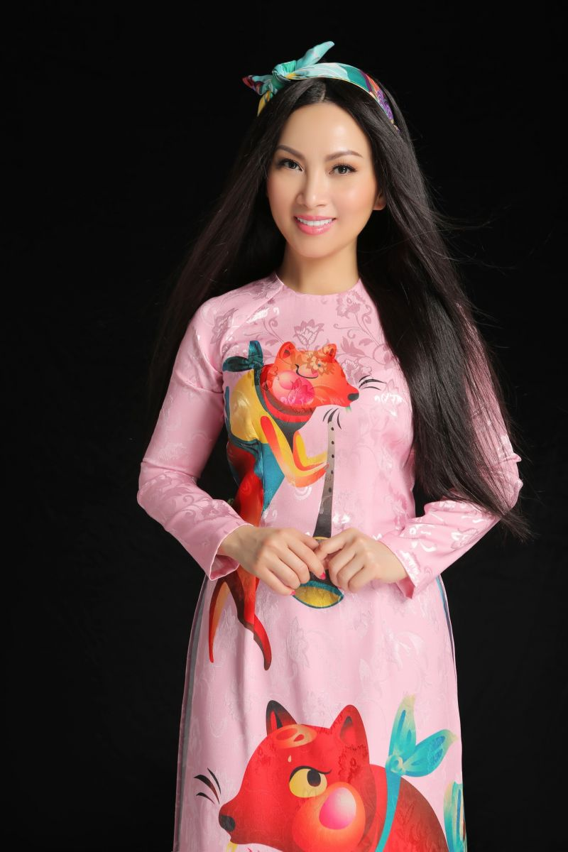 Hà Phương là nữ nghệ sĩ nổi tiếng tại hải ngoại, chị đã từng về Việt Nam biểu diễn nhiều lần