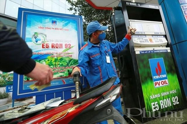 Người lao động PV Oil luôn tuân thủ 5K khi làm việc.