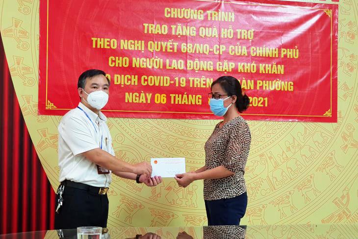 UBND phường Cầu Dền, quận Hai Bà Trưng chi trả kinh phí hỗ trợ cho người dân theo Nghị quyết 68 của Chính phủ