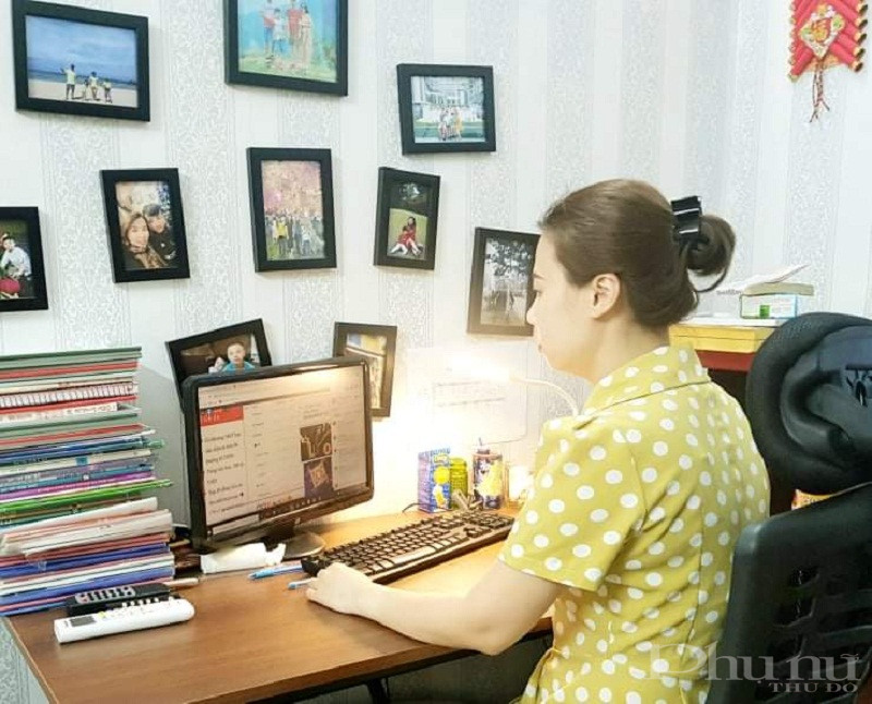 Chủ tịch Hội LHPN phường Hàng Bài quận Hoàn Kiếm đang trong thời gian thực hiện cách ly y tế tại gia đình cũng tham gia  hội nghị trực tuyến theo dõi trên fanpage của Hội LHPN Hà Nội