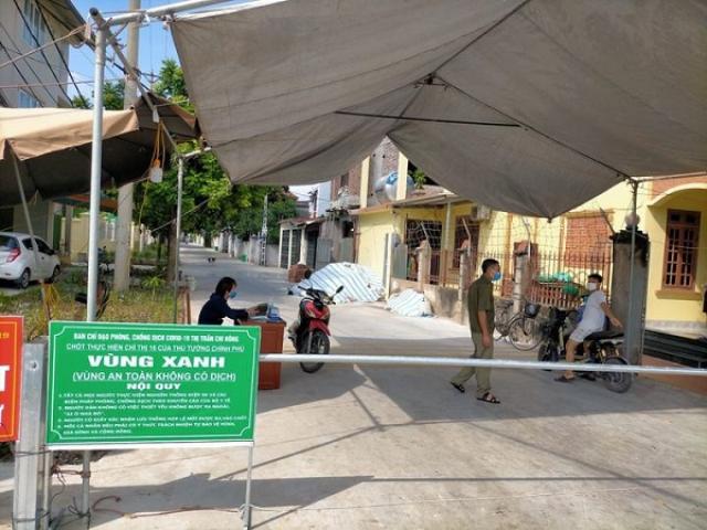 """Chốt tự quản """"vùng xanh"""" tại thị trấn Chi Đông, huyện Mê Linh."""