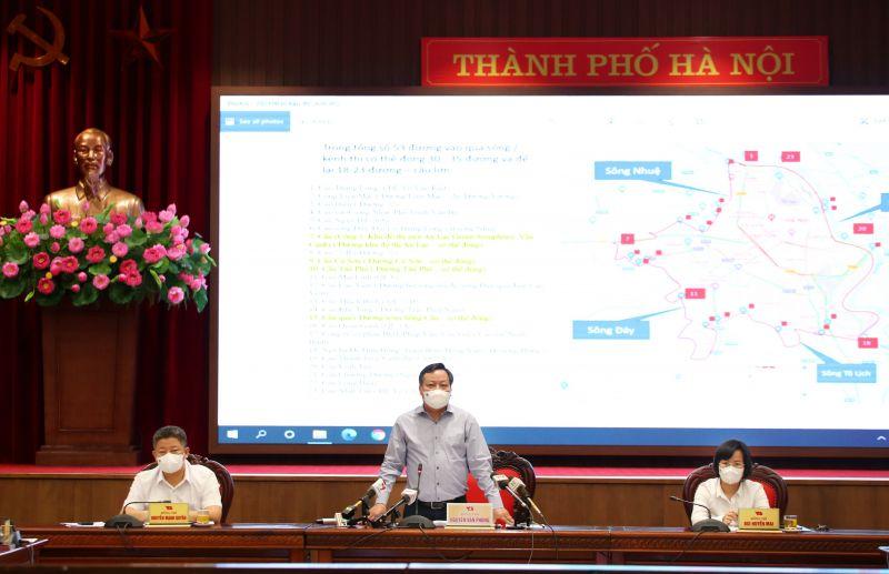 Phó Bí thư Thành ủy Nguyễn Văn Phong mong muốn các cơ quan báo chí tiếp tục đồng hành với Thành phố để cùng khống chế, giảm thiểu dịch bệnh lây lan