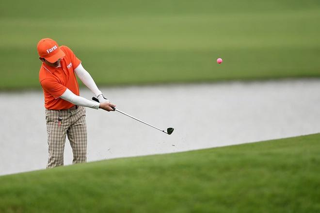 Cựu Giám đốc Sở Du lịch đã cùng 2 người khác đi đánh golf, tiếp xúc gần với 1 nhân viên làm việc tại sân golf dương tính với SARS-CoV-2. Ảnh minh họa