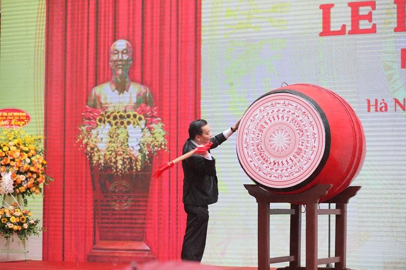Chủ tịch UBND thành phố Hà Nội Chu Ngọc Anh đánh trống khai trường năm  học 2021-2022