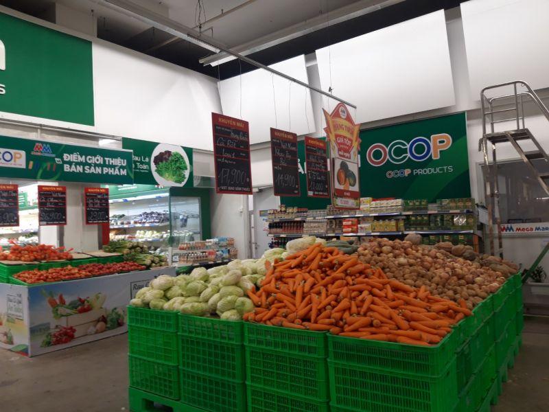 Hệ thống các siêu thị đều bày hàng hóa dồi dào