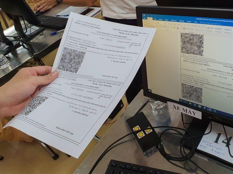 hững tấm giấy đi đường đầu tiên đã hoàn thành để bàn giao cho các tổ chức, cá nhân.