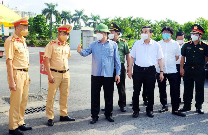 Lãnh đạo Thành phố kiểm tra công tác phòng, chống dịch tại quận Hoàn Kiếm.