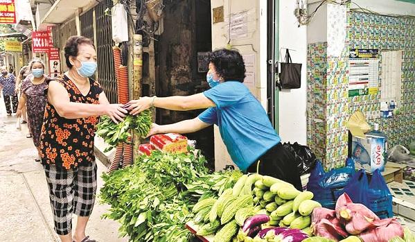 Rau O đồng phát miễn phí cho các gia đình cách ly y tế tại phường VănChương (ĐốngĐa, Hà Nội)