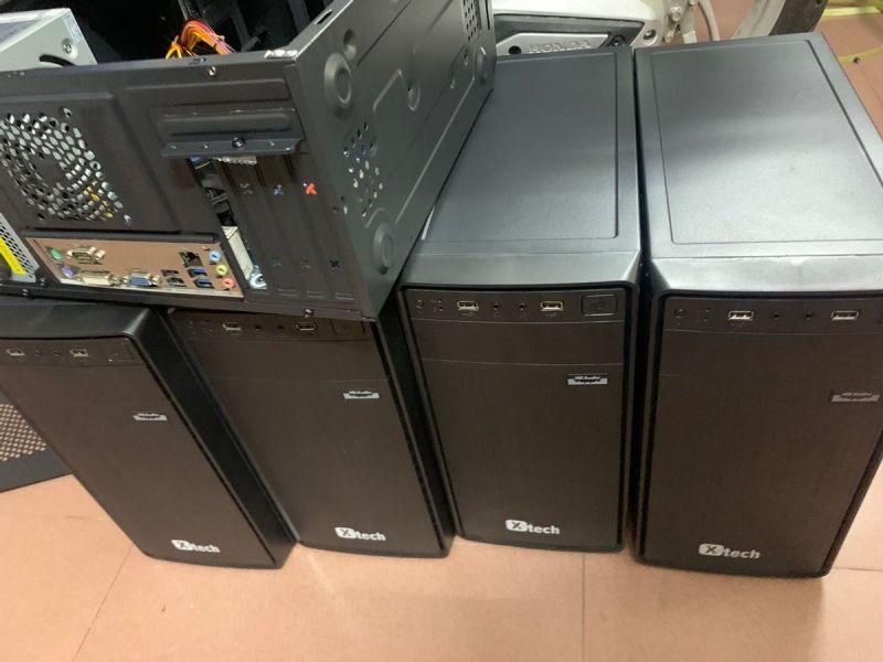 Những bộ máy tính sẵn sàng dành tặng cho học sinh có hoàn cảnh khó khăn học trực tuyến.