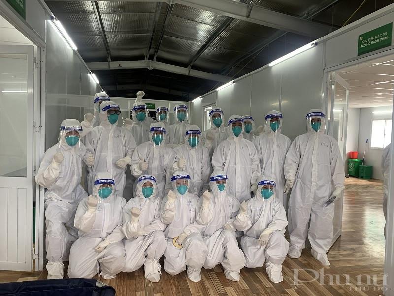 Đội ngũ y bác sĩ, điều dường Bệnh viện Việt Đức đang tình nguyện ở tại phía Nam để giúp sức cho lực lượng tuyến đầu tại đây đẩy lùi dịch bệnh Covid-19.