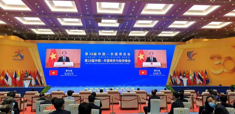 Phó Thủ tướng Chính phủ Lê Văn Thành phát biểu tại Hội chợ.