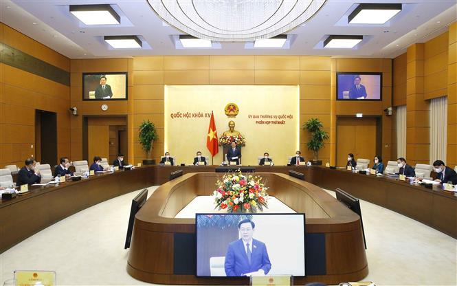 Chủ tịch Quốc hội Vương Đình Huệ chủ trì Phiên họp thứ nhất của Ủy ban Thường vụ Quốc hội khóa XV. Ảnh: TTXVN