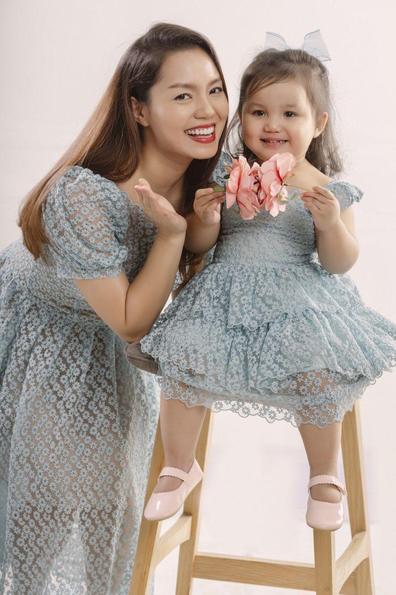 Ngọc Anh và con gái trong bộ ảnh kỷ niệm