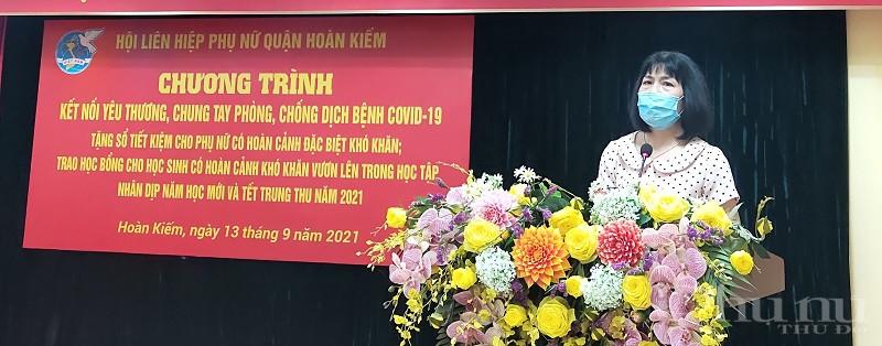 Đồng chí Trịnh Thị Huệ - Chủ tịch Hội LHPN quận Hoàn Kiếm phát biểu khai mạc chương trình