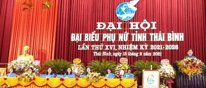 Đồng chí Trần Thị Hương - Phó Chủ tịch Hội LHPN Việt Nam phát biểu chỉ đạo tại Đại hội