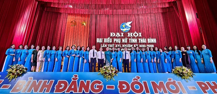 Lãnh đạo tỉnh Thái Bình, lãnh đạo Hội LHPN Việt Nam và các đại biểu dự Đại hội