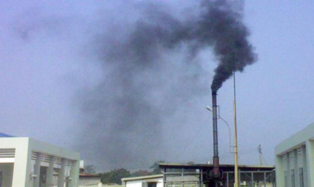 Khói bụi từ các lò đốt rác là nỗi ám ảnh với người dân sống trong khu vực.
