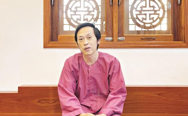 Hoài Linh vướng lùm xùm giải ngân tiền từ thiện chậm, khó tha thứ