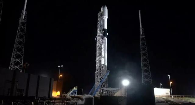 Falcon-9 đưa tàu không gian Crew Dragon chở đội bay không chuyên lên vũ trụ, chuyến bay nhằm mục đích gây quỹ từ thiện cho trẻ em ung thư.