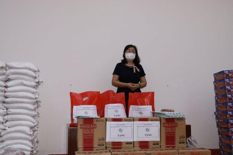 Bà Bùi Thị Trinh, Chủ tịch Hội LHPN quận Bắc Từ Liêm bày tỏ xúc động