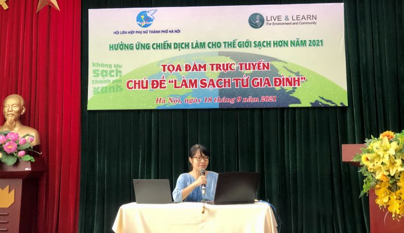 Đỗ Vân Nguyệt, Giám đốc Trung tâm Sống và Học tập vì môi trường và cộng đồng chia sẻ các thông tin về tình hình ô nhiễm tại Hà Nội, Việt Nam và trên thế giới, đồng thời đưa ra khuyến nghị về ý thức bảo vệ môi trường cho mỗi người dân