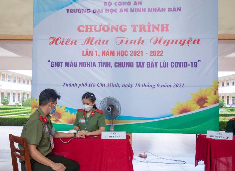 Đoàn thanh niên trường Đại học an ninh nhân dân tham gia hiến máu